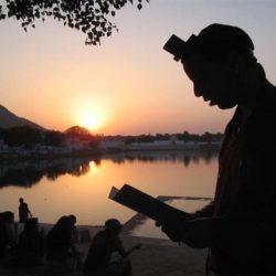 """""""כי אם מאן אתה לשלח את עמי הנני מביא מחר ארבה בגבולך"""" (י, ד)."""