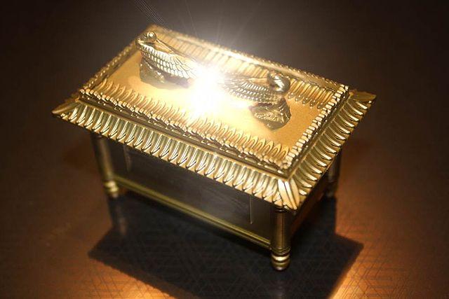 טור לפרשת תרומה: תינוק בקודש הקדשים