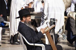 """ה""""ממיר"""" – אינו מומר, אלא נשאר בקדושתו"""