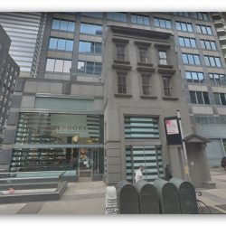 הבניין שנבנה מסביב בניין במנהטן בגלל דיירת נחושה אחת